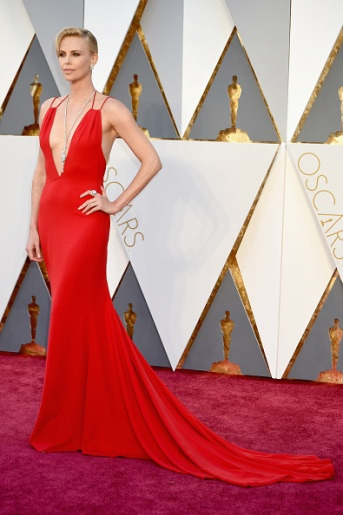 Charlize Teron in Christian Dior, Totally In LOOOOVE, she has my favorite overall Style of the night